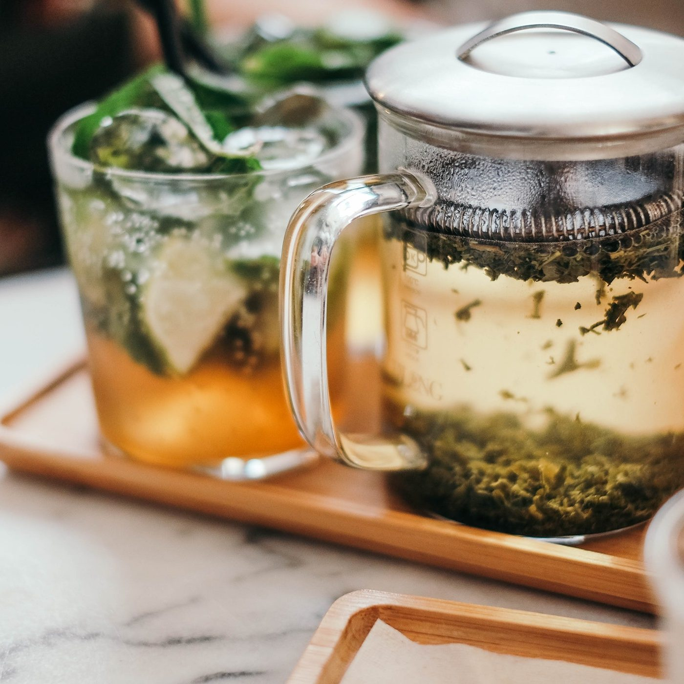 iced tea cafetiere and cup with tea and lime in